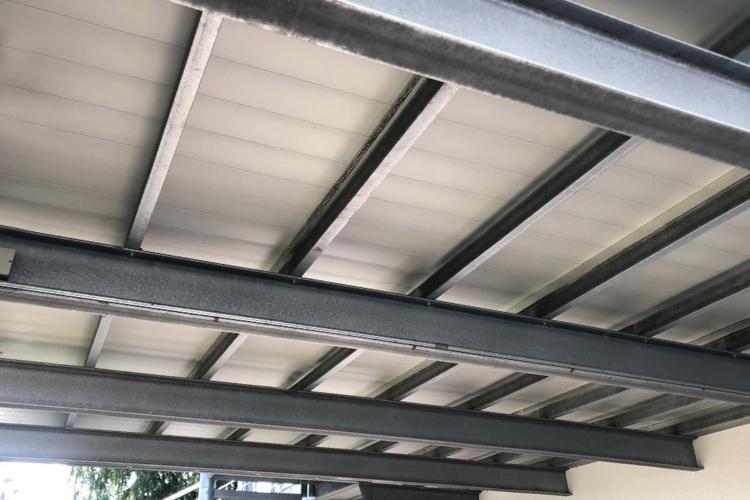 Balkonsysteme von unten