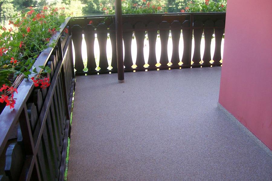 GEWA Bodenbelag Balkon Colorquarzspachtelung
